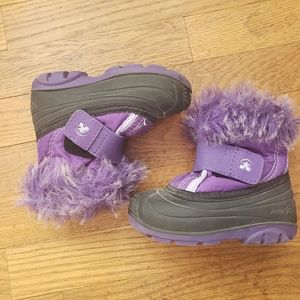 Purple fur lined Kamiks toddler size 7